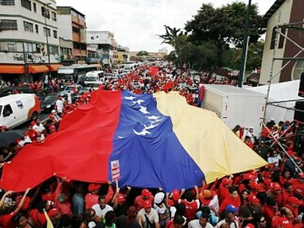 Se moviliza el pueblo venezolano en Caracas en contra del fascismo