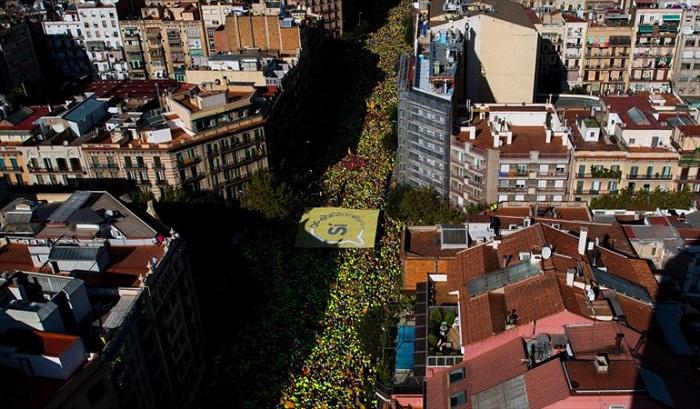 Independentismo catalán responde con multitudinaria movilización