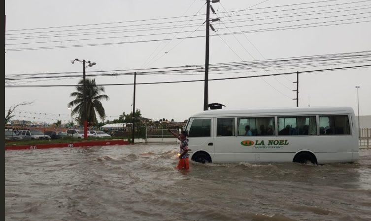 Inundaciones y viviendas afectadas por lluvias de Beryl en República Dominicana