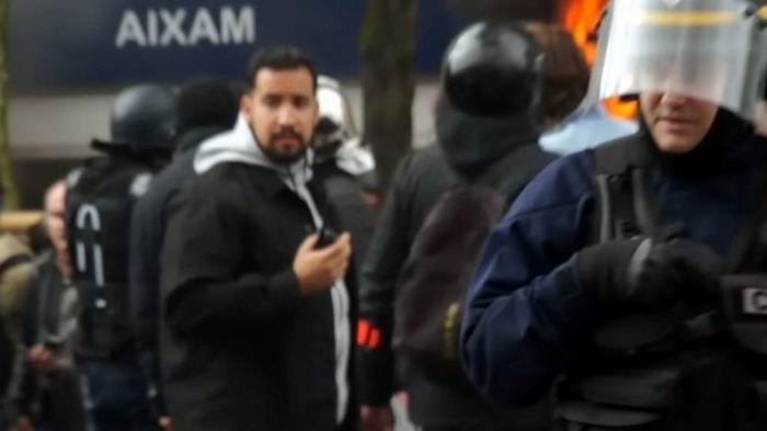 Identifican a colaborador de Macron que golpeó a un manifestante