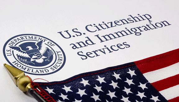 Prohibirá EEUU la entrada por 60 días a las personas que buscan residencia en el país