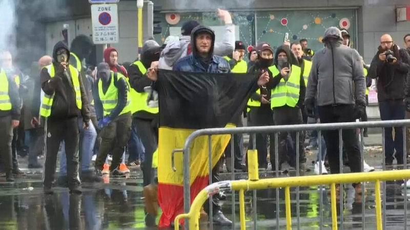 Se contagia Europa con protestas de los chalecos amarillos en Francia