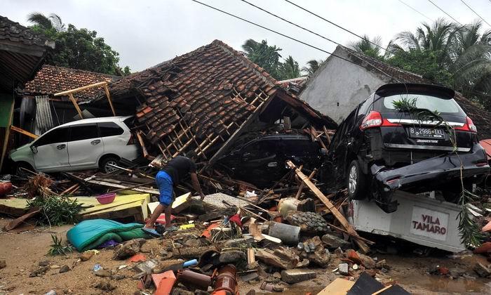 Más de 200 muertos por tsunami en Indonesia