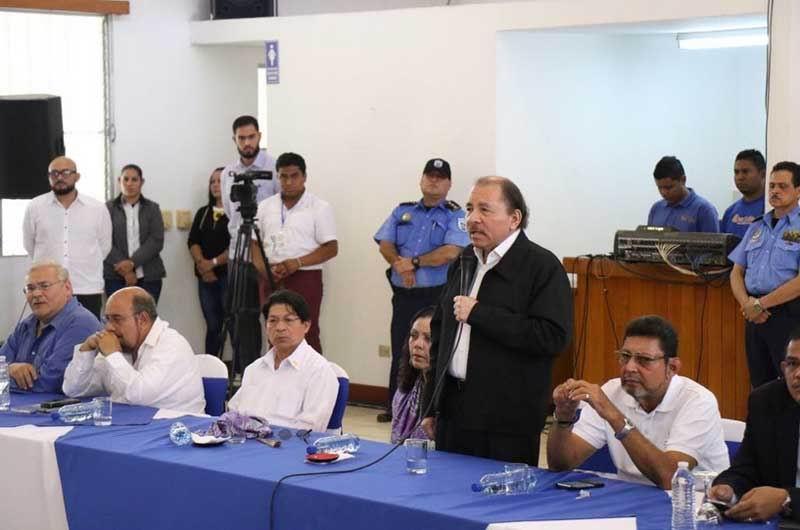 Instalada en nicaragua mesa de di logo for Carles mesa radio nacional
