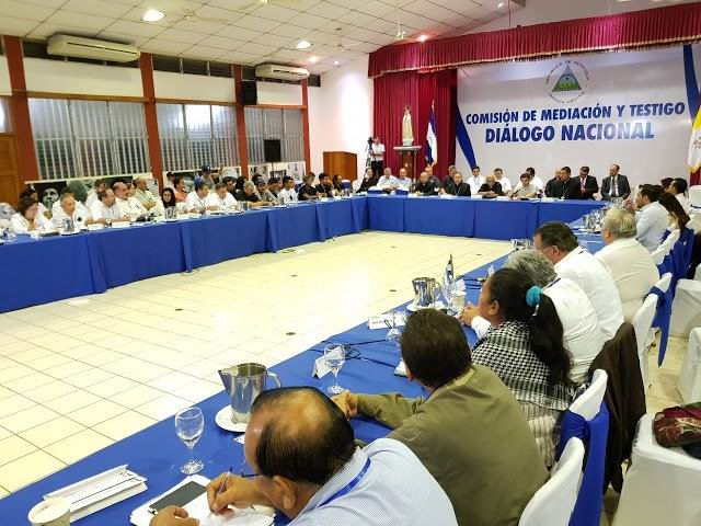 Oposición nicaragüense abandona mesa de diálogo