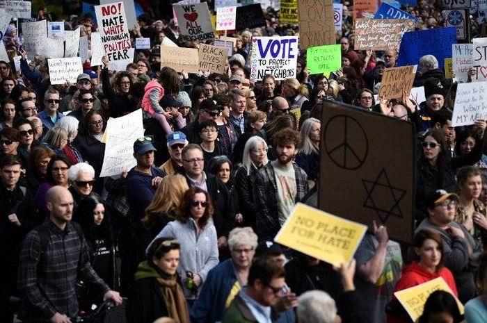Protestas en Pittsburgh por vista de Trump. Foto: twitter