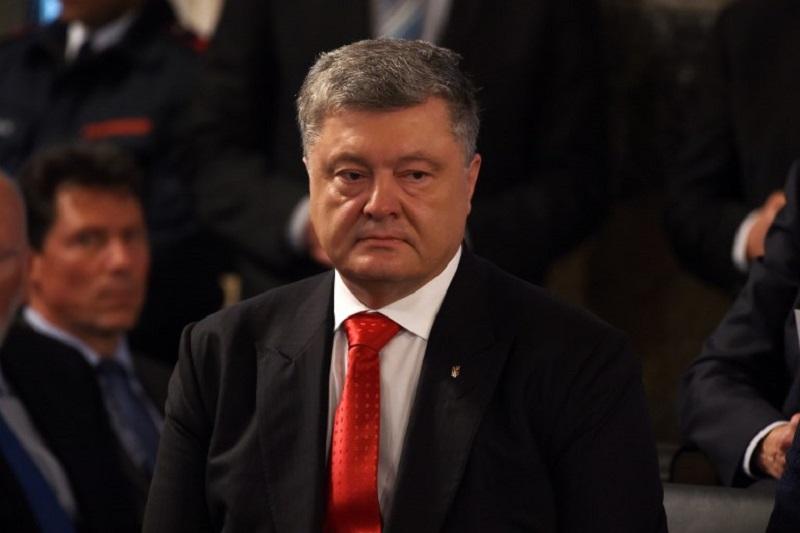 Presidente Piotr Poroshenko declara Ley Marcial en Ucrania