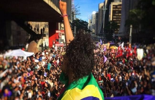 Miles personas en Brasil marcharon en contra de Bolsonaro