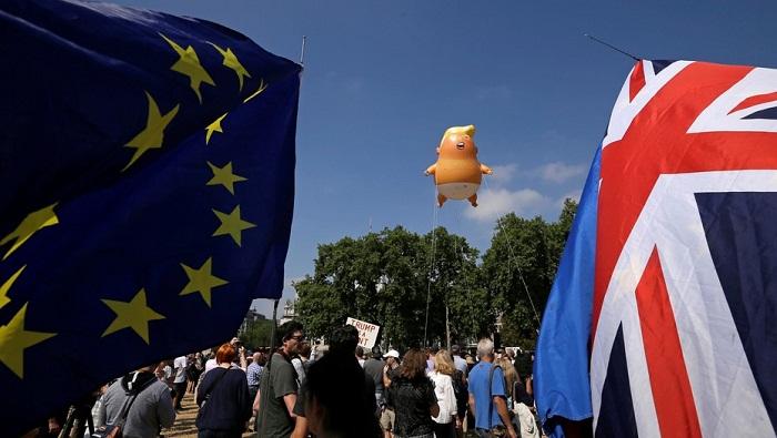 Caricaturizan a Trump en protestas contra su visita al Reino Unido