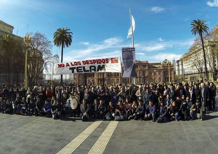 Envían fuerzas de seguridad para bloquear ingresos a Télam en Argentina