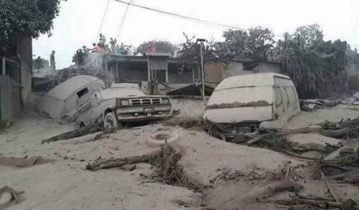 Al menos 25 muertos en Guatemala por erupción de volcán