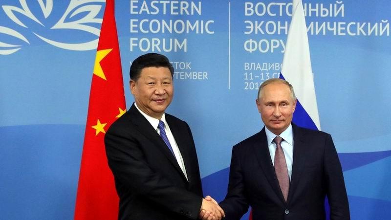 Se reunió Putin con el presidente de China en Foro Económico Oriental