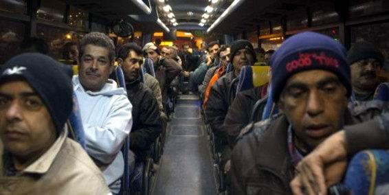 De lo que se trata es que los palestinos viajen en la línea regular que utilizan los colonos israelíes.