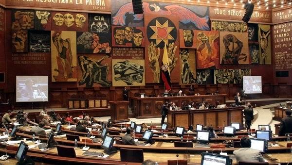 Debate Parlamento de Ecuador proyecto de ayuda a los afectados por el pasado sismo