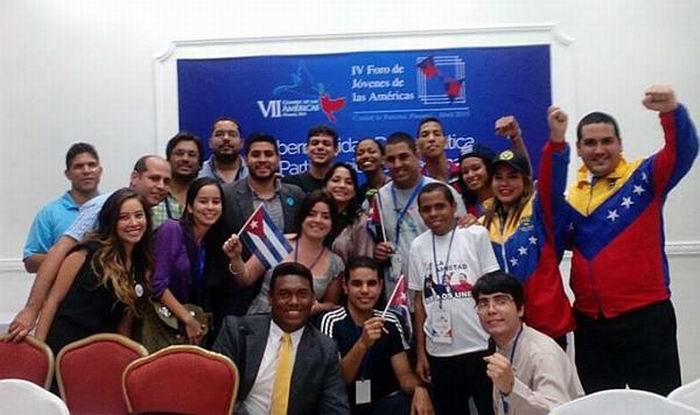 Los jóvenes cubanos junto a otrosparticipantes en el IV Foro de Jóvenes de las Américas. (Foto: Tomada del perfil de Facebook de Yisell Rodríguez Milán)