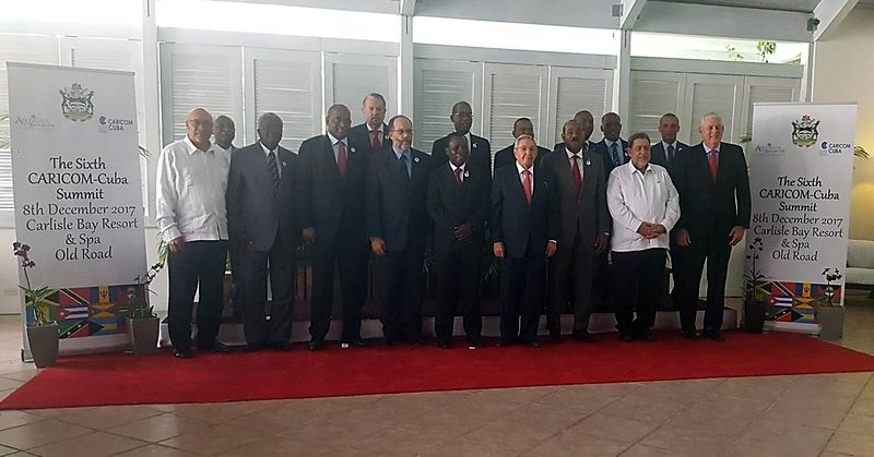 Tras concluir la primera sesión de trabajo los mandatarios procedieron a tomarse la foto oficial . Foto: Rogelio Sierra