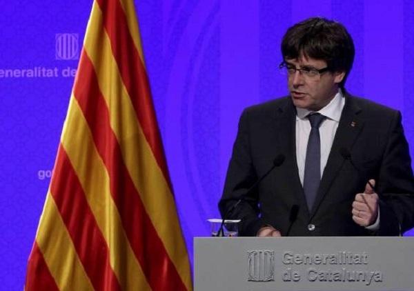 Puigdemont declara la independencia pero la suspende para dialogar