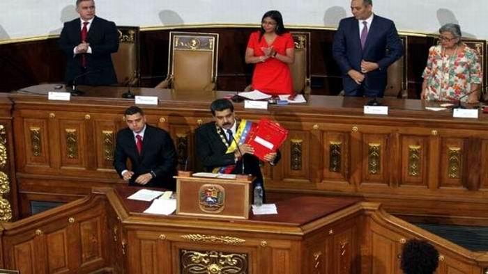Nicolás Maduro amenaza con convertirse en dictador para lograr