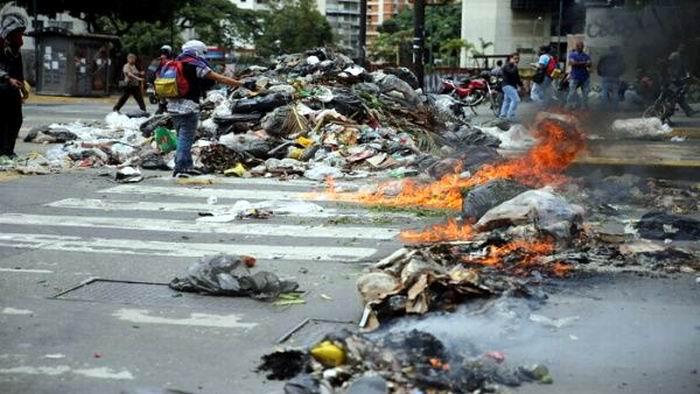 Arremeter violento de la oposición venezolana