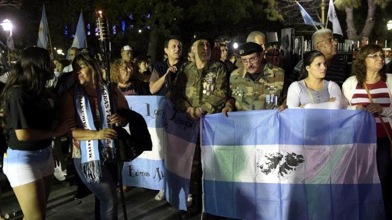 Protestan los argentinos por las maniobras militares en Malvinas (+Audio)
