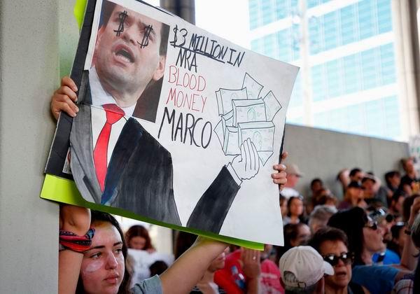 Manifestaciones luego de la masacre en Florida. Foto: AFP