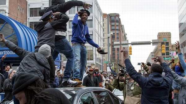 Baltimore espera decisi�n sobre agentes implicados en muerte de afronorteamericano