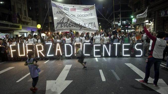 Al menos 300 protestas en Argentina