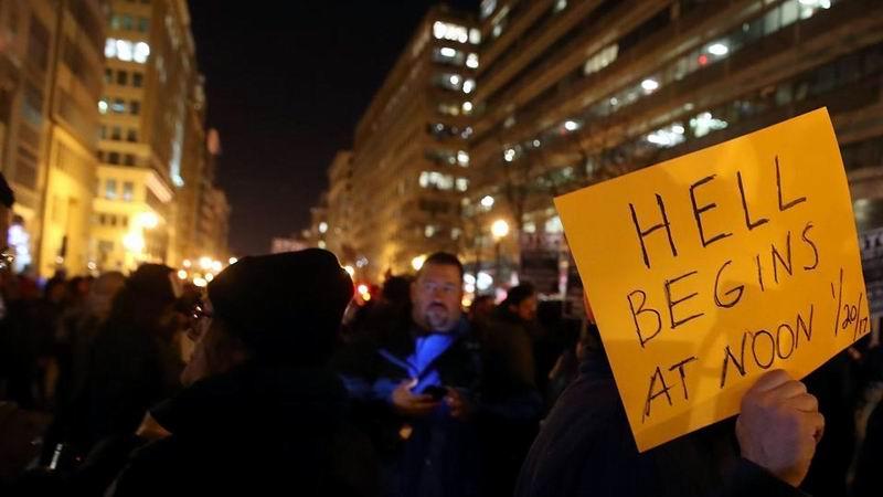 En medio de protestas, llega hoy Trump a la Casa Blanca