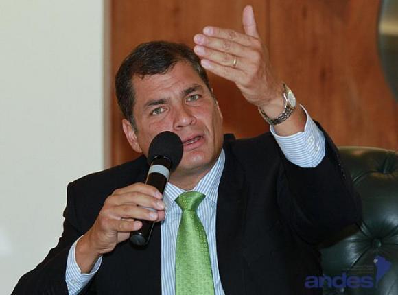Llama Correa a sus seguidores ante marcha de oposición ecuatoriana