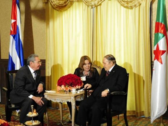 Encuentro de Ra�l Castro con el Presidente Bouteflika (+Video)