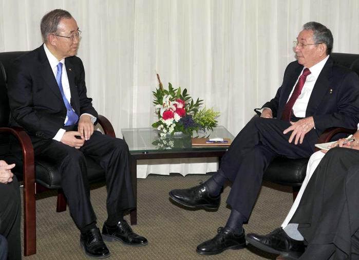 Dialogan Raúl Castro y Ban Ki-moon previo a la inauguración de la Cumbre. Foto: Estudio Revolución