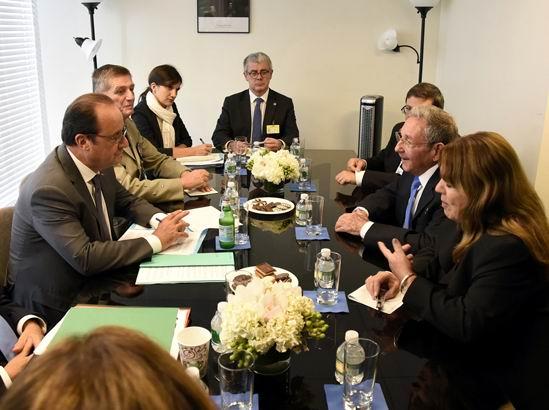 Raúl y Francois Hollande Intercambiaron sobre las relaciones entre Francia y Cuba.Autor: Estudios Revolución