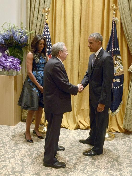 El General de Ejército saludó a Barack Obama y a su esposa Michelle.Autor: Estudios Revolución