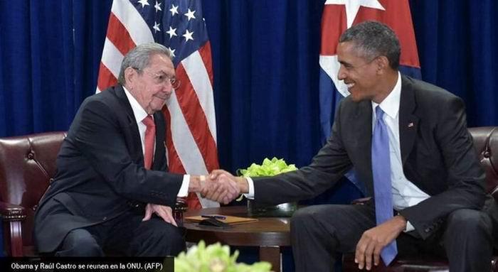 Raúl Castro y Barack Obama en la sede la ONU. Foto: AFP
