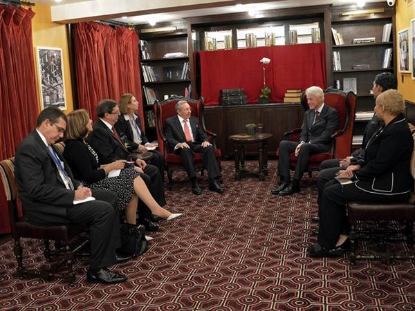 El intercambio con el ex presidente William Clinton se realizó en un ambiente de respeto.