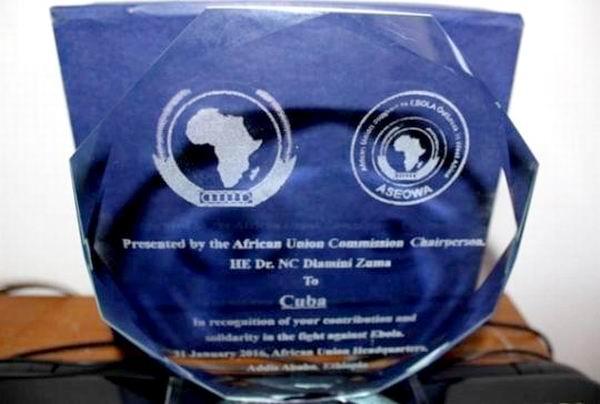 Entrega Uni�n Africana placa de reconocimiento a Cuba