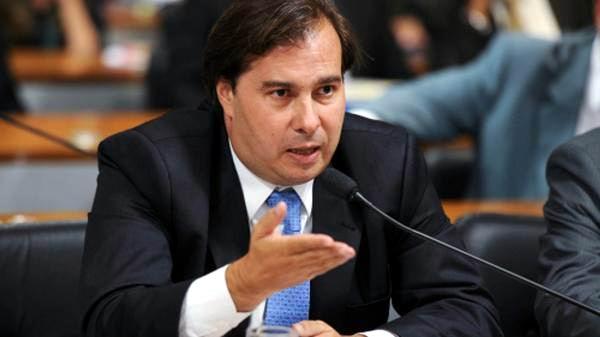 La tramitación de las solicitudes de impeachment depende ahora exclusivamente del presidente de la Cámara de Diputados, Rodrigo Maia