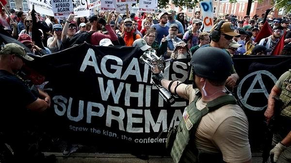 Siguen mostrándose desafiantes supremacistas blancos, estimulados por Trump