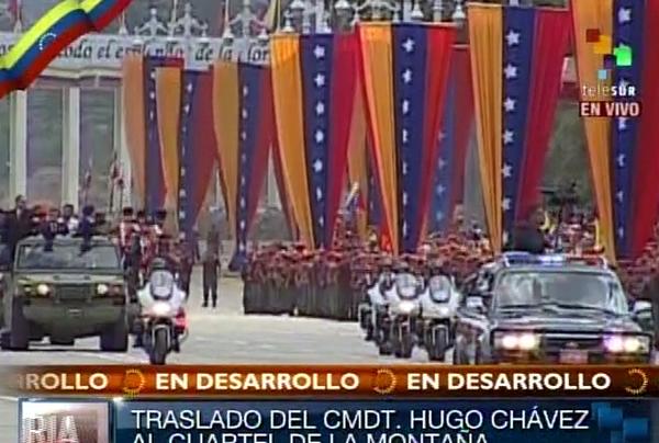 Homenaje de Venezuela a Hugo Chávez durante el traslado del cuerpo hacia el Cuartel de la Montaña. Foto Telesur