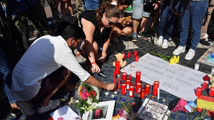 Apuntan a célula terrorista como responsable de atentados en Cataluña