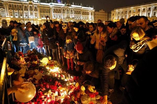 En San Petersburgo, el duelo podría prolongarse durante varios días, según adelantó el gobernador, Gueorgui Poltavchenko