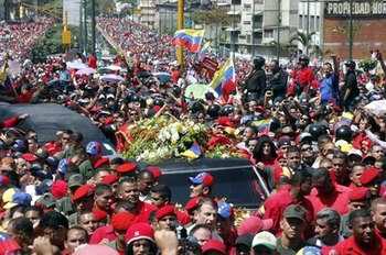 Féretro del Presidente Chávez arriba a la Academia Militar