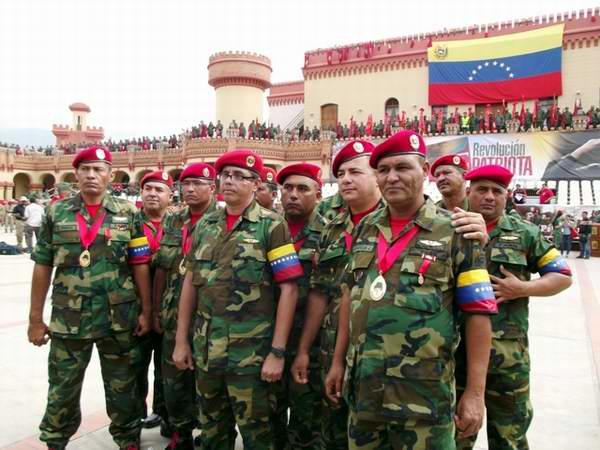 Un grupo de combatientes de aquella gesta y otras personalidades del Gobierno Bolivariano recibieron la condecoraci�n Cuatro de Febrero, en su �nica clase.