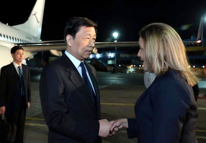 The Vice-President of the People´s Republic of China Li Yuanchao arrived Monday night at the Jose Marti International Airport in Havana
