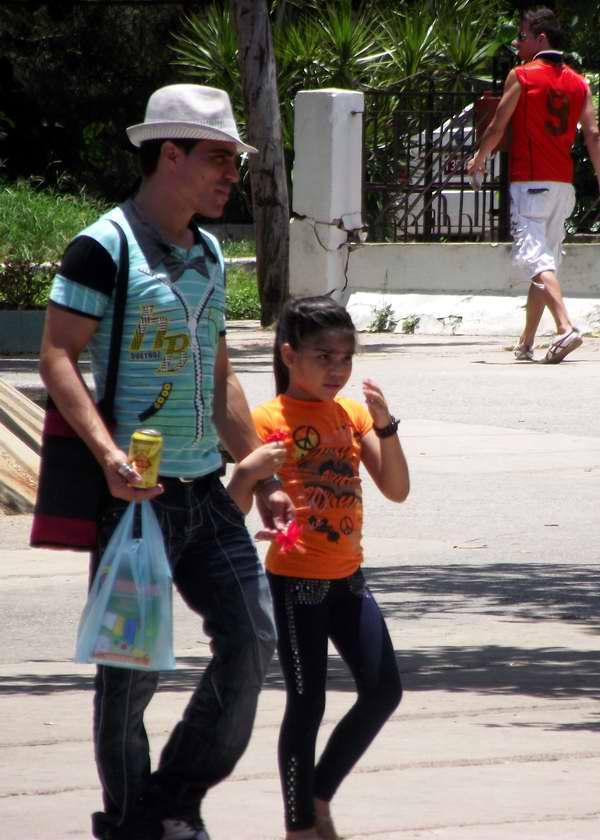 A los niños les gusta pasear con sus padres