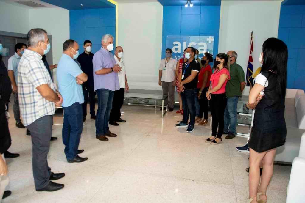 Visita Díaz-Canel laboratorios AICA y Planta de Insumos Médicos del Centro de Neurociencias