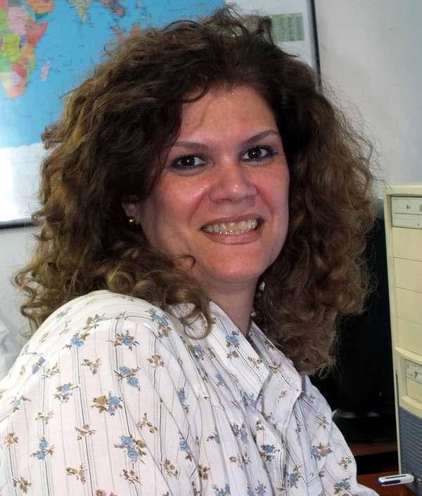 Yamilé González, Locución
