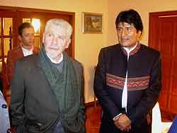 Evo Morales recibe a Ramiro Valdés