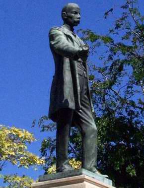 Estatua de José Martí en Matanzas cumple su centenario